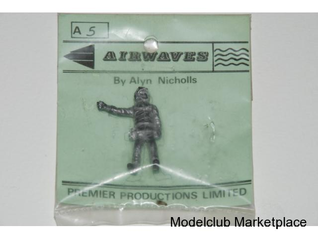 NATO Ground Crew right hand out, 1/48 Airwaves